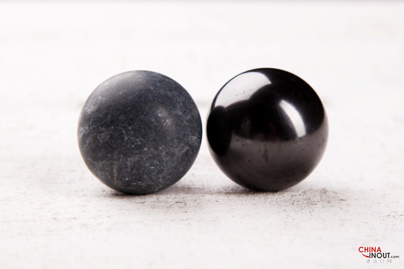 Spheres couple shungite-talkohlorit polished 4 cm