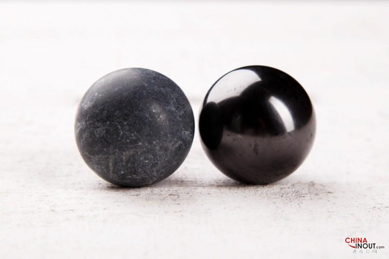 Spheres couple shungite-talkohlorit polished 4 cm